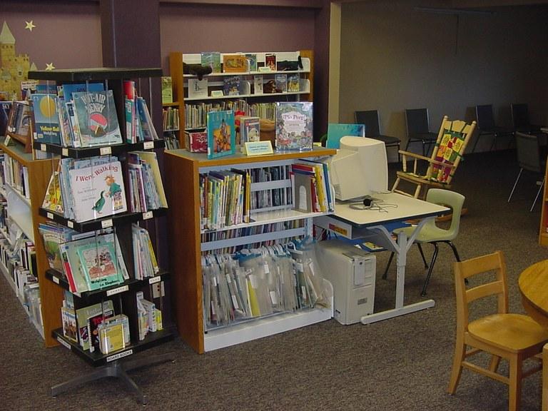 Childrens Computer, Paperback & Spanish Area!